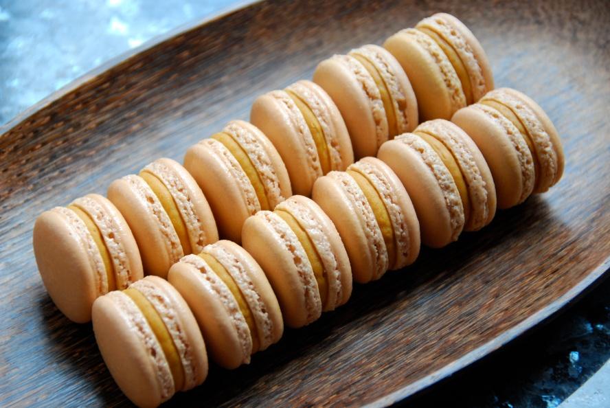 salted caramel macarons hong kong